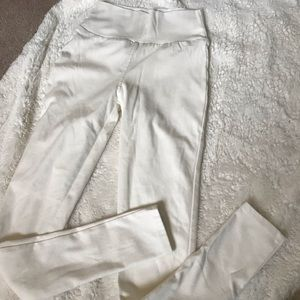 Like new Agnes and Dora white stretch jeans